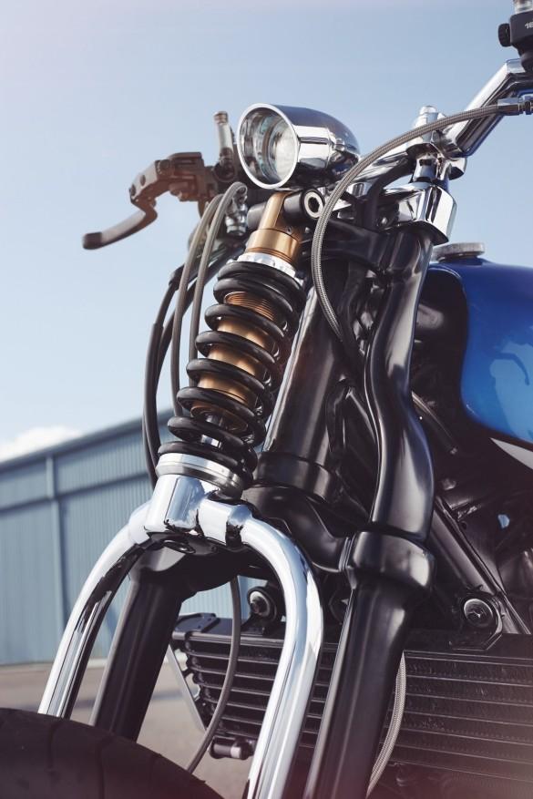 Yamaha-XJR-1300-7-1480x2220