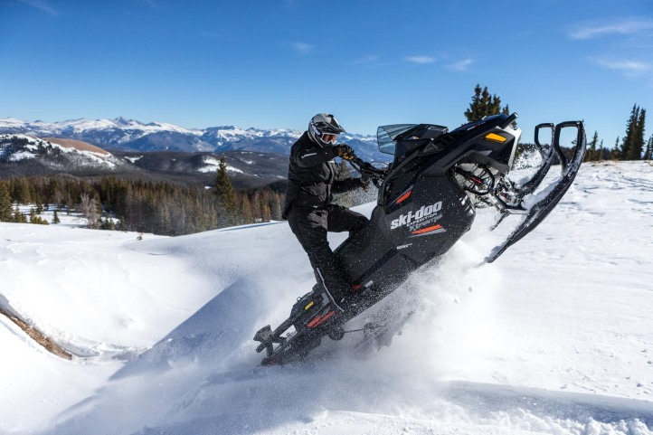 Expedition-Extreme-Snowmobiling
