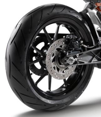 KTM-2016-390-Duke-Motorcycle-wheeles-and-tires