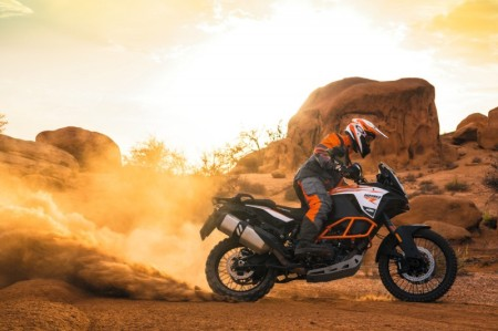 153134_ktm-1290-super-adventure-r-my-2017-action-800x533